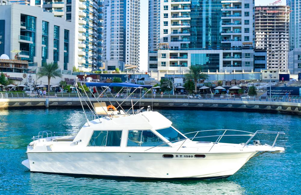 33 Ft boat rental in Dubai Marina